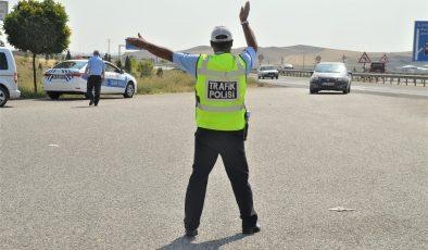 Trafik ekipleri yoğun çalıştı