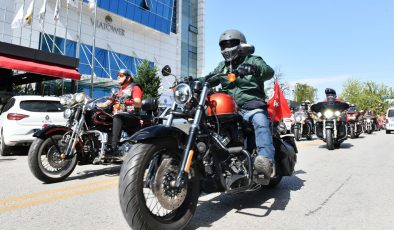 400 MOTOSİKLET TUTKUNU GAZİLER İÇİN TURLADI