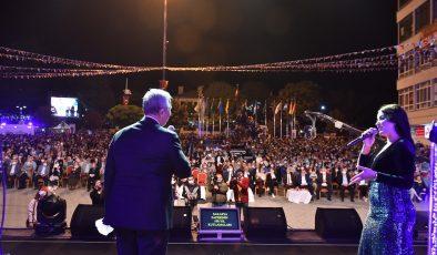 SAKARYA ZAFERİNİN 100'ÜNCÜ YIL COŞKUSU: POLATLI'DA ZARA KONSERİNE 10 BİNLERCE VATANDAŞ AKIN ETTİ